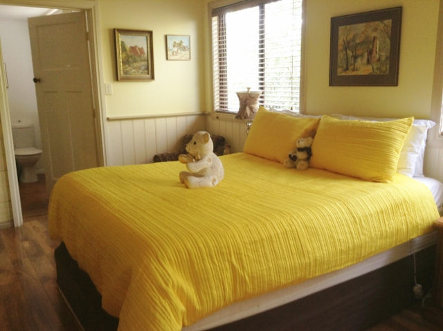 Garden Suite - Queen bed at pet friendly bed and breakfast